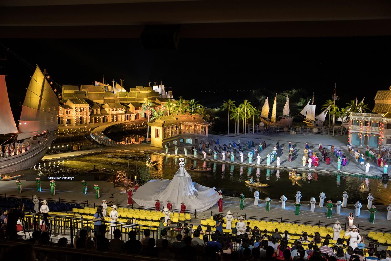 Image result for Công viên văn hoá chủ đề Ấn Tượng Hội An thưởng thức show diễn Ký Ức Hội An