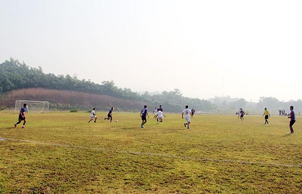 Một trận đấu tại vòng loại sau lễ khai mạc/baolaocai.vn