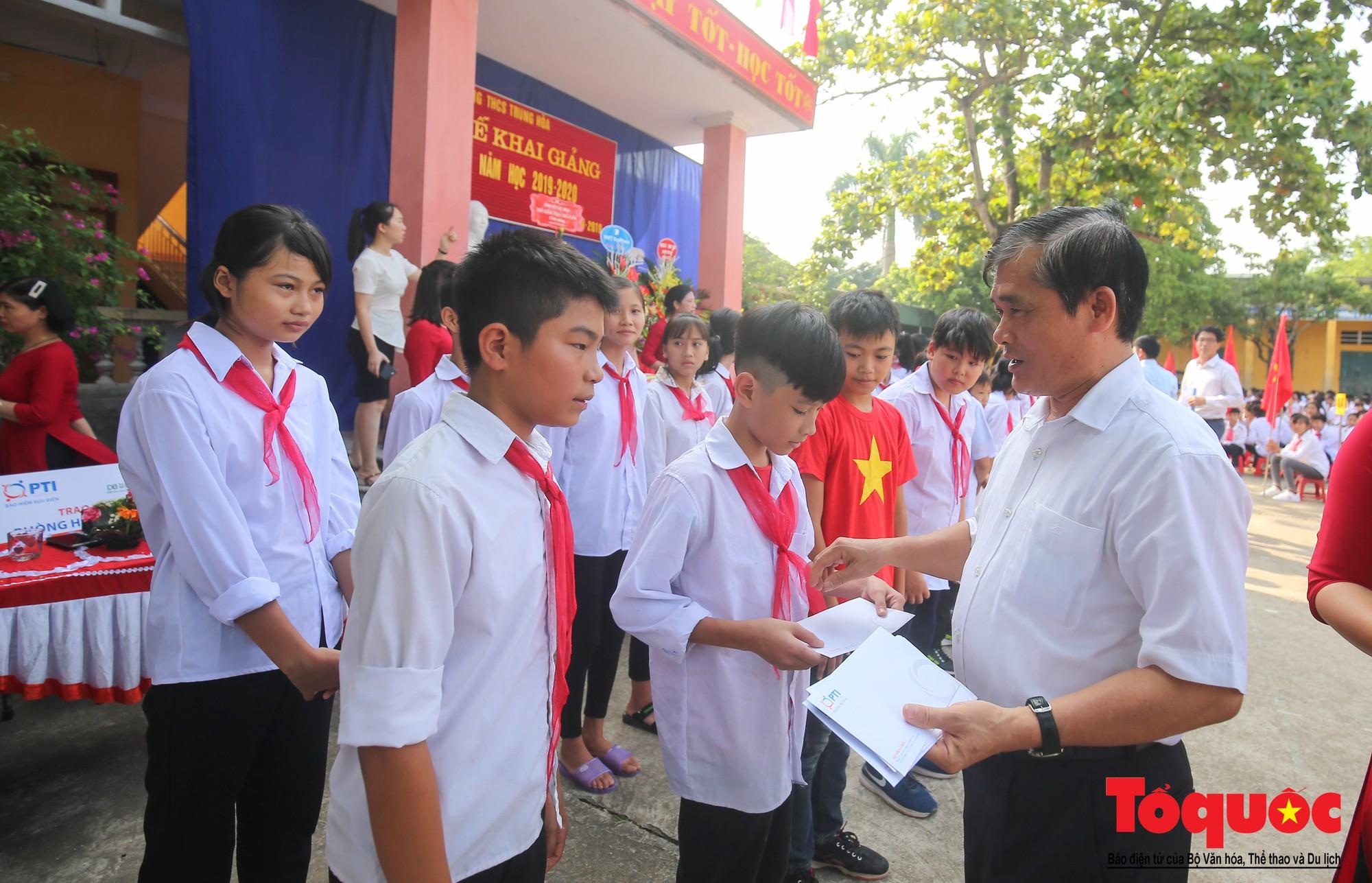 PTI trao tặng học bổng cho học sinh nghèo tại Hưng Yên (11)