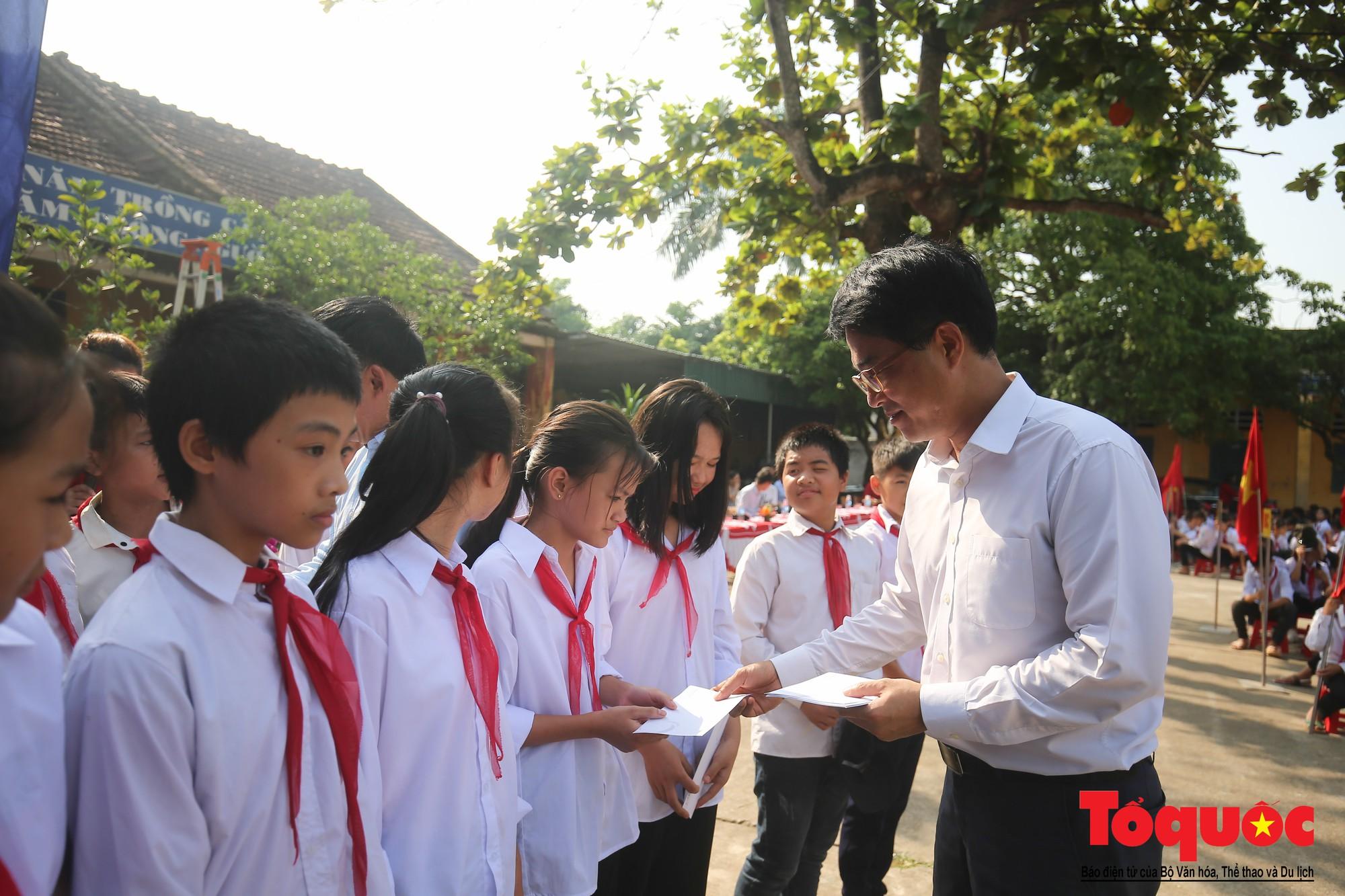 PTI trao tặng học bổng cho học sinh nghèo tại Hưng Yên (12)