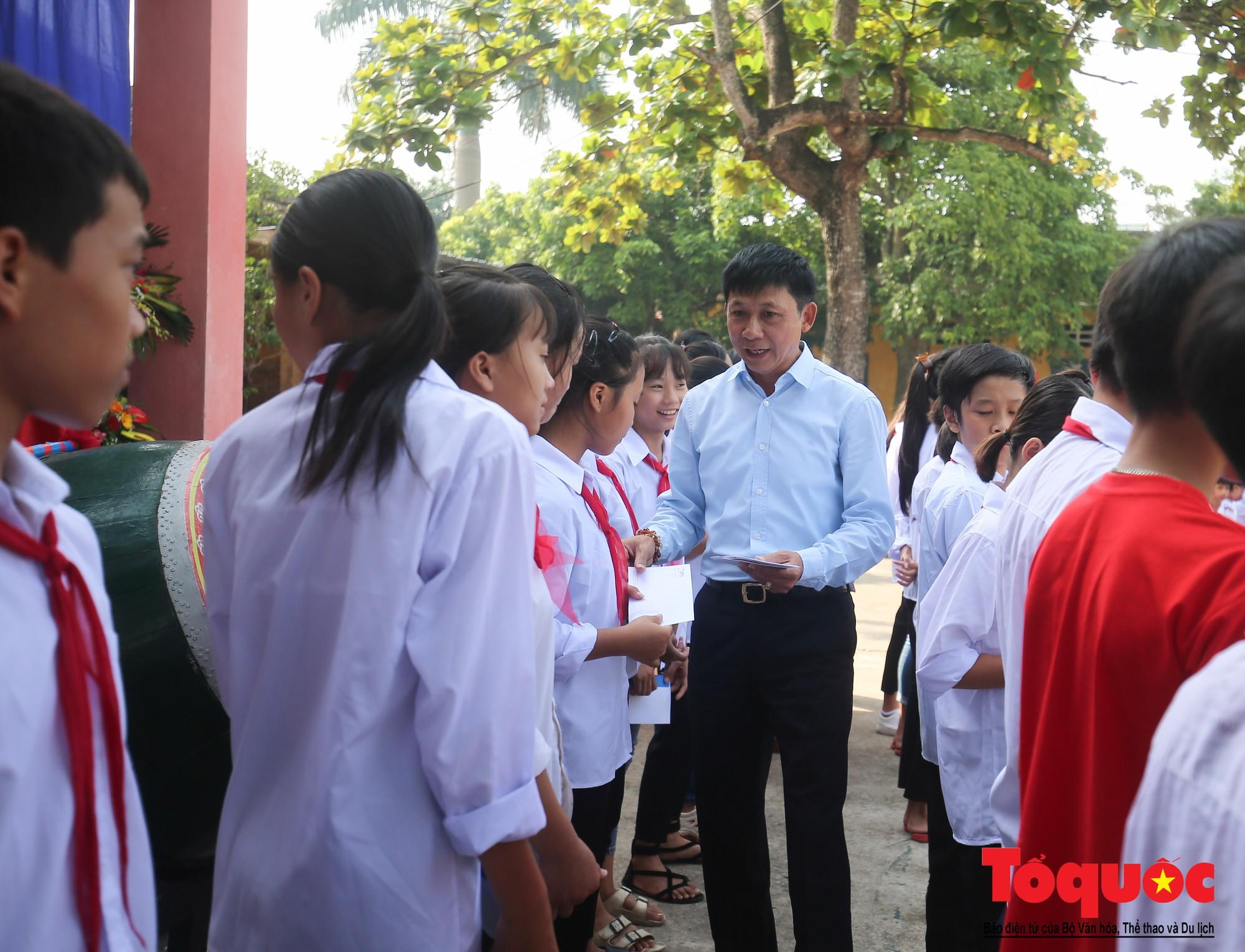 PTI trao tặng học bổng cho học sinh nghèo tại Hưng Yên (13)