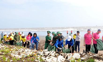 """Ninh Bình: Phát động chương trình """"Chung tay bảo vệ môi trường và Giải chạy Barefoot trên bãi biển"""" - Ảnh 1."""