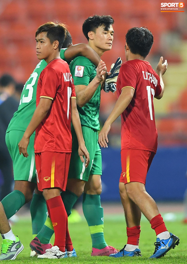 Dàn sao Việt động viên thủ môn Bùi Tiến Dũng - Ảnh 1.