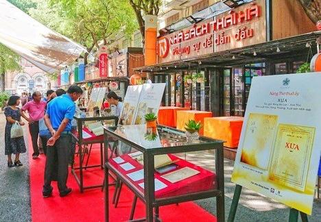 Đường sách TP. Hồ Chí Minh nỗ lực hoàn thiện cơ sở vật chất, kiến tạo môi trường văn hóa an toàn - Ảnh 1.