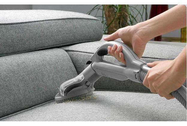 Phát hoảng với giá dịch vụ Tết: Vệ sinh bộ sofa giá 1 triệu đồng - Ảnh 1.