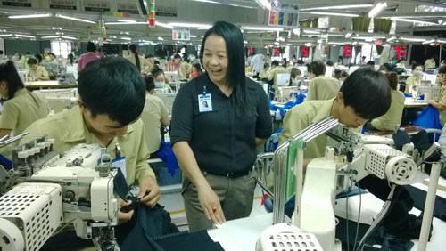 Thủ tướng ký công điện yêu cầu giám sát việc chấp hành quy định về chi trả tiền lương, thưởng Tết cho người lao động - Ảnh 1.