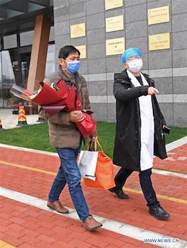 Ông là bệnh nhân đầu tiên được chữa khỏi ở tỉnh Giang Tây. Ảnh: News.cn