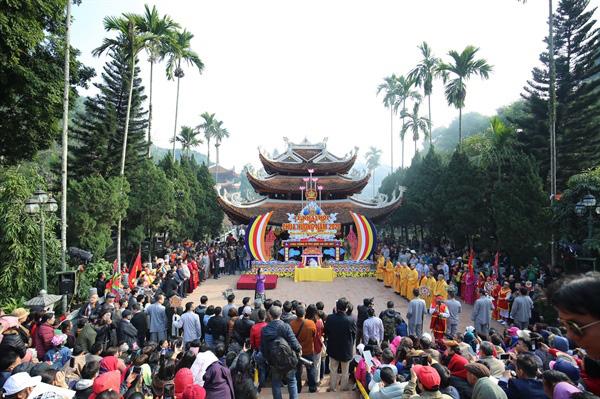 Bộ trưởng Bộ VHTTDL gửi Công điện dừng tất cả các lễ hội, kể cả lễ hội đã khai mạc tại các tỉnh đã công bố dịch - Ảnh 1.