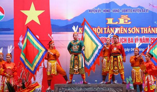 Lễ hội Tản Viên Sơn Thánh lần đầu tiên phục dựng nghi lễ rước kiệu liên vùng sau nhiều năm gián đoạn - Ảnh 2.