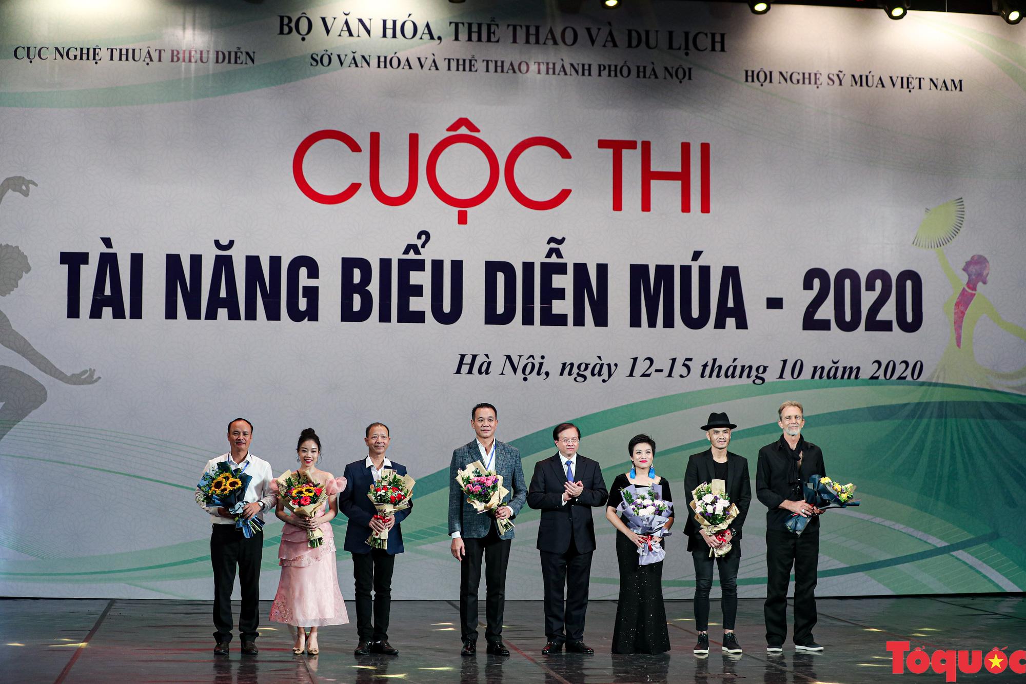 Nhiều bài thi ấn tượng trong đêm khai mạc cuộc thi Tài năng diễn viên múa 2020 khu vực phía Bắc - Ảnh 3.