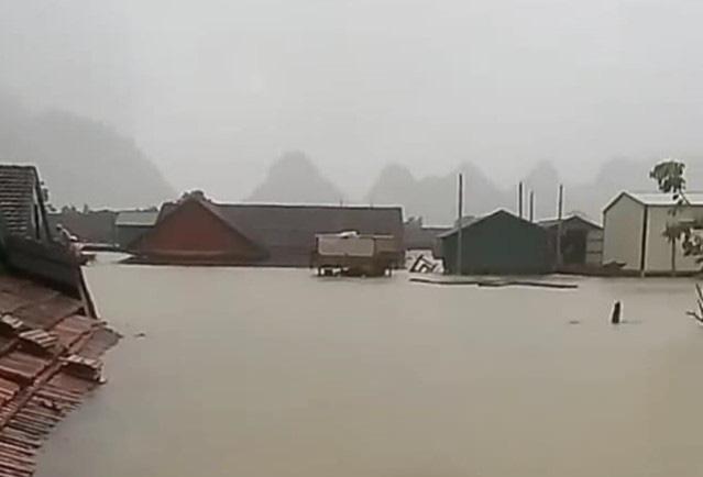 Quảng Bình tạm hoãn Đại hội đại biểu Đảng bộ tỉnh để tập trung ứng phó với mưa lũ - Ảnh 1.