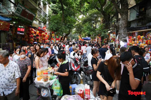 Hà Nội đặt mục tiêu đến năm 2025 thu hơn 150 nghìn tỷ đồng từ khách du lịch  - Ảnh 1.
