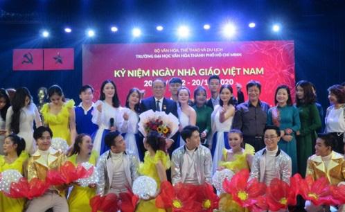 Các trường kỷ niệm Ngày Nhà giáo Việt Nam 20/11 - Ảnh 4.