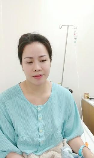 Nhật Kim Anh nhập viện, mặt tái nhợt vẫn bức xúc livestream - Ảnh 1.