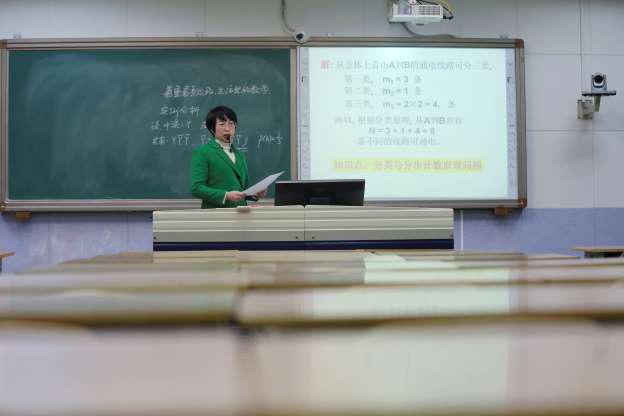 Học sinh Trung Quốc có cách nào để không bỏ học giữa đại dịch covid-19? - Ảnh 1.