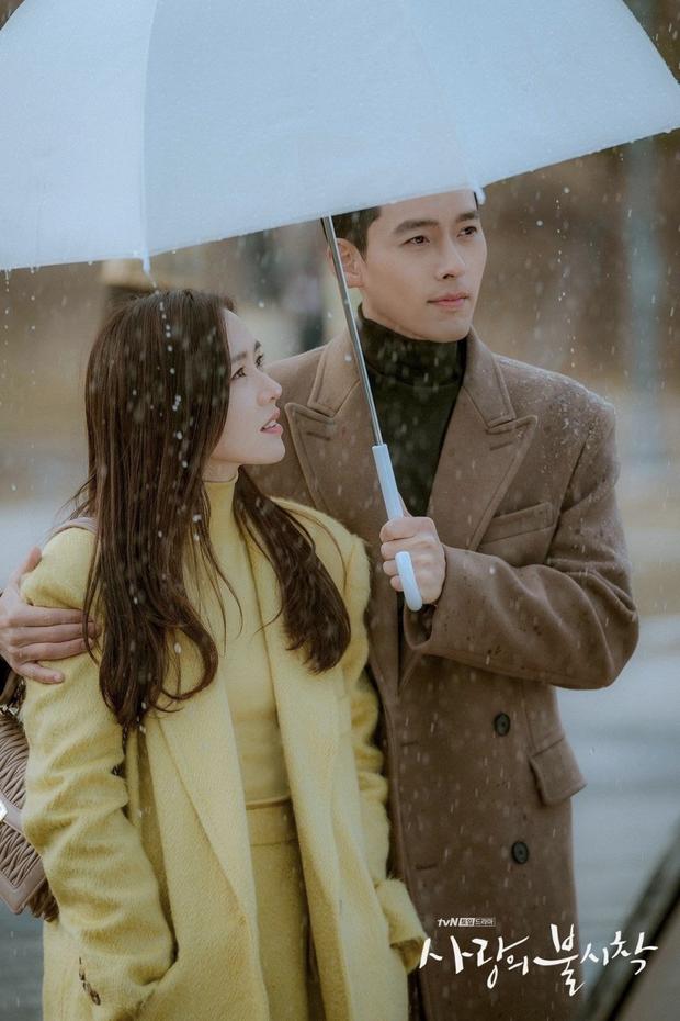 """Nhóm """"F4 Bắc Hàn"""" nhận xét về đại úy Triều Tiên Ri Jung Hyeok - Hyun Bin khiến các fan rụng tim - Ảnh 1."""