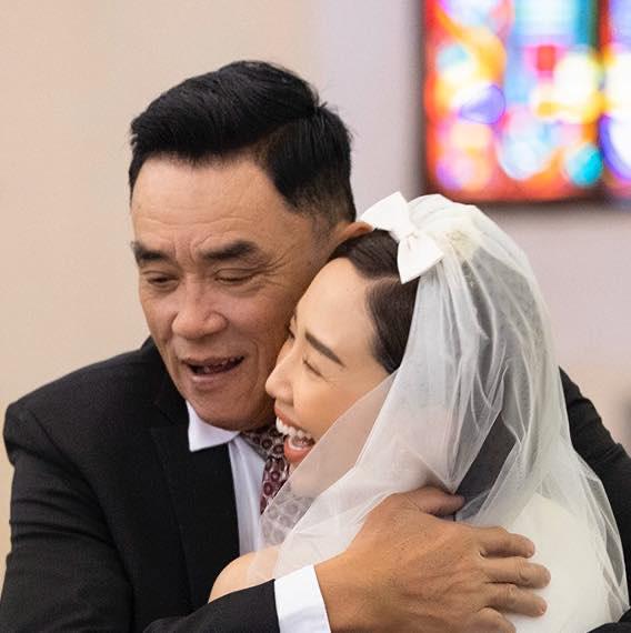 Bố Tóc Tiên viết lời xúc động sau đám cưới kín tiếng của cô - Ảnh 1.