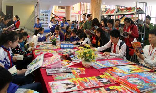 Bắc Kạn: Khuyến khích, thúc đẩy phong trào đọc sách cho thế hệ trẻ - Ảnh 1.