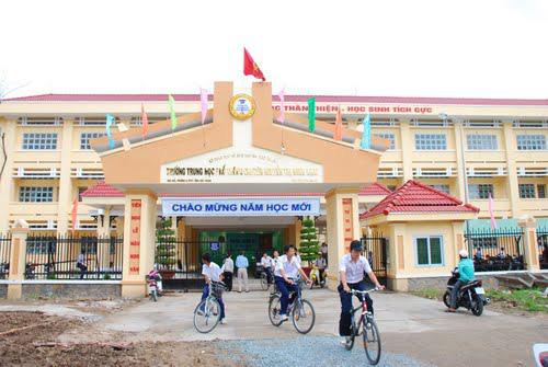 Sau ngày đầu tuần đi học, học sinh, sinh viên một tỉnh bất ngờ được nghỉ học - Ảnh 1.