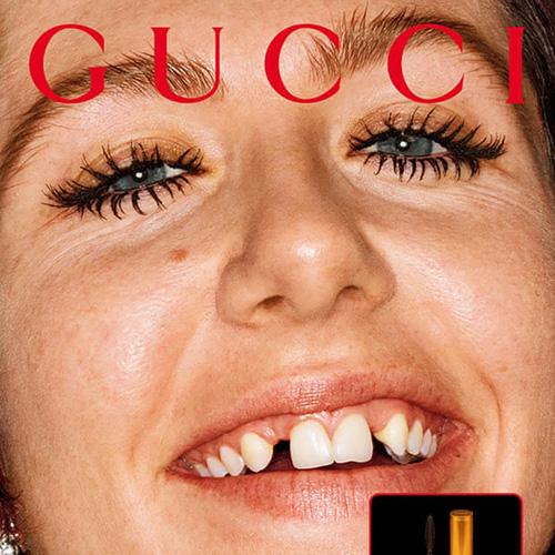 Gucci gây tranh cãi với mẫu răng thưa, ố vàng - Ảnh 1.