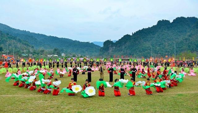 Bảo tồn giá trị văn hóa truyền thống các dân tộc thiểu số gắn với phát triển du lịch - Ảnh 1.