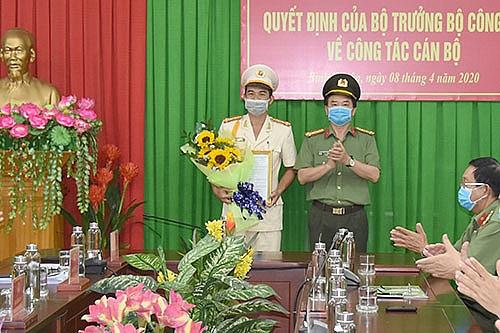 Đại tá Phạm Duy Hoàng (trái) được bổ nhiệm giữ chức Phó Giám đốc Công an tỉnh Bình Thuận. Ảnh: Báo Bình Thuận