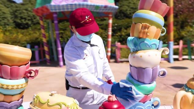 Những hình ảnh chưa từng thấy trong ngày công viên Disney đầu tiên trên thế giới tái mở cửa - Ảnh 7.