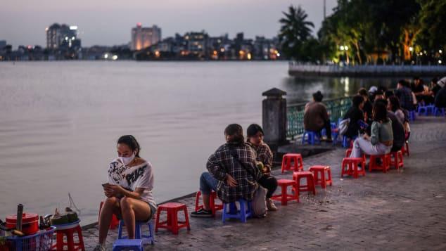 CNN: Một Việt Nam ngập tràn nụ cười giữa cuộc sống hậu giãn cách - Ảnh 2.