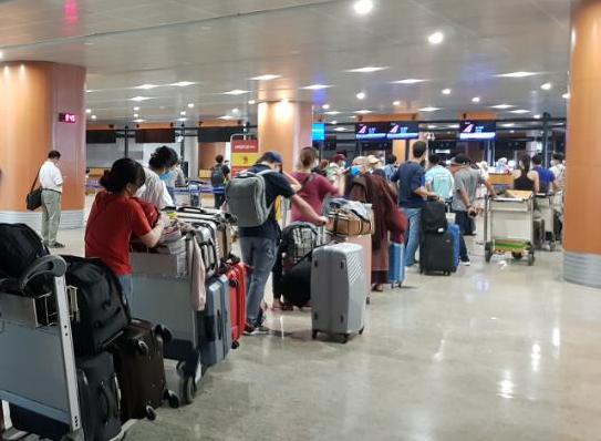 Khoảng 240 công dân Việt Nam từ Myanmar đã về nước an toàn - Ảnh 1.