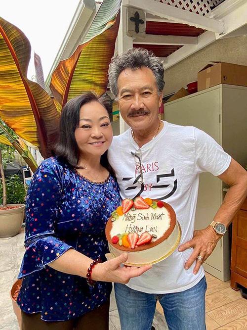 Danh ca Hương Lan khoe ảnh ngọt ngào với ông xã cách đây 34 năm - Ảnh 6.