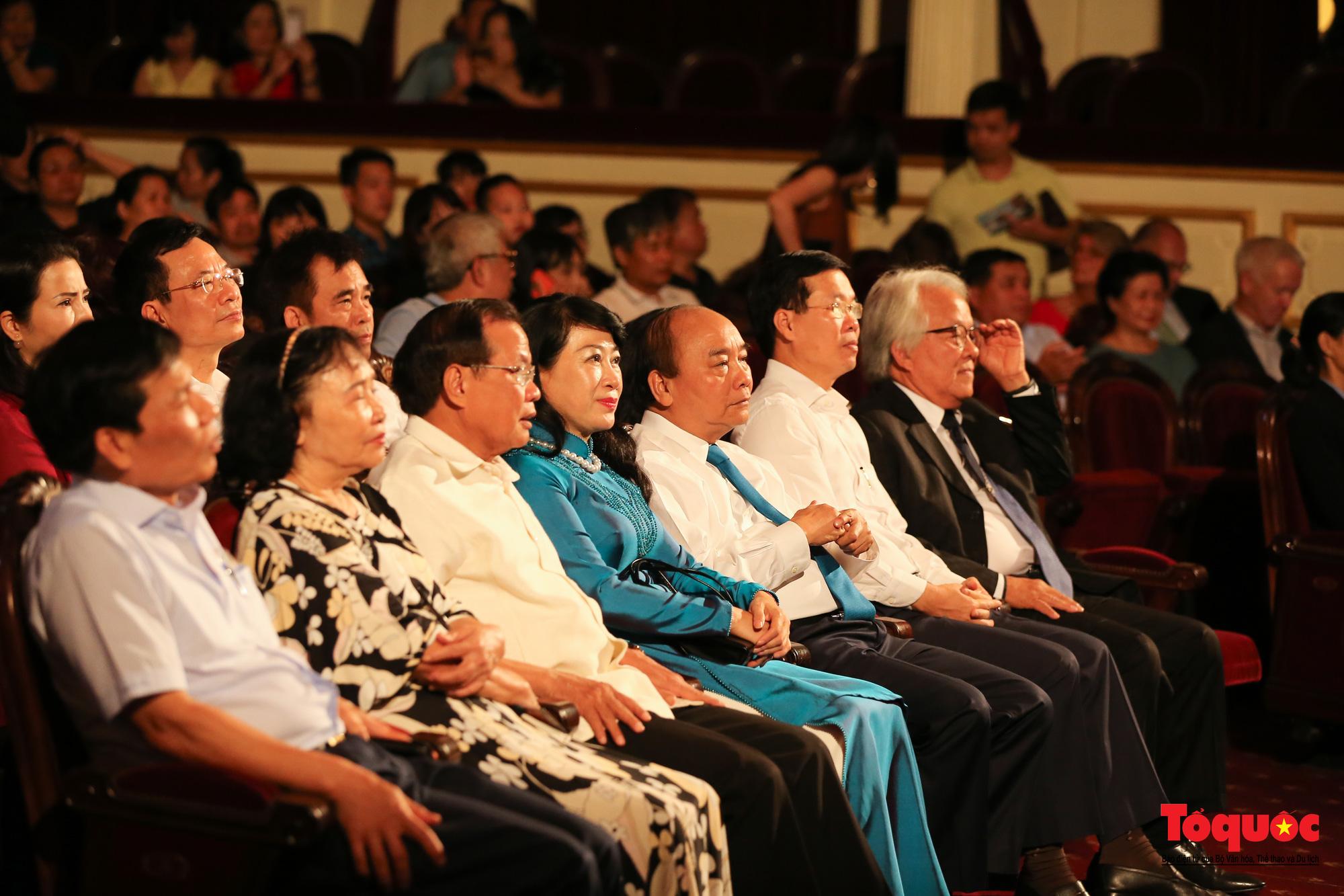 Nhiều cung bậc cảm xúc trong đêm nhạc 'Biển nhớ' tưởng nhớ cố nhạc sĩ Trịnh Công Sơn - Ảnh 8.