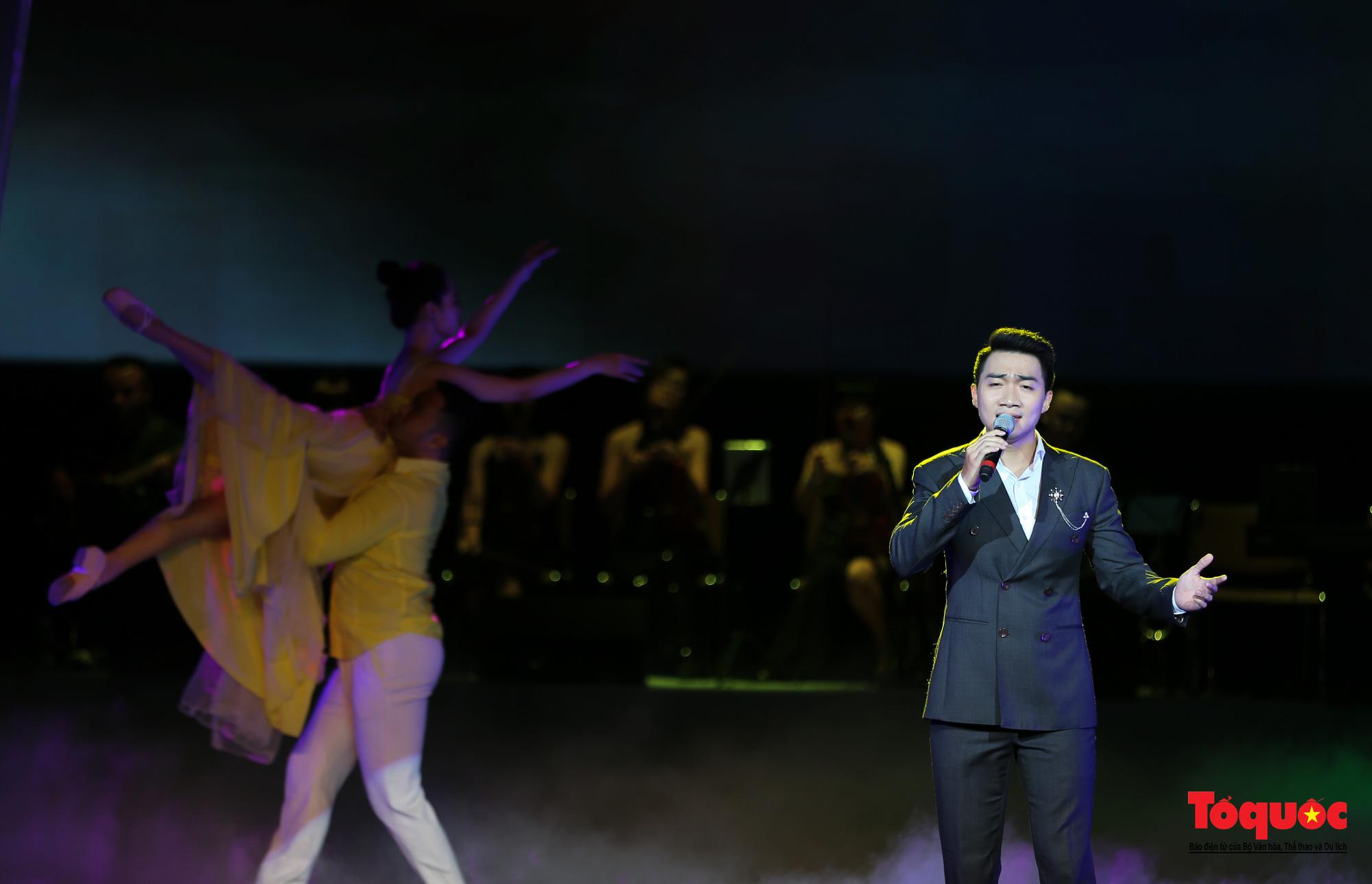 Nhiều cung bậc cảm xúc trong đêm nhạc 'Biển nhớ' tưởng nhớ cố nhạc sĩ Trịnh Công Sơn - Ảnh 7.