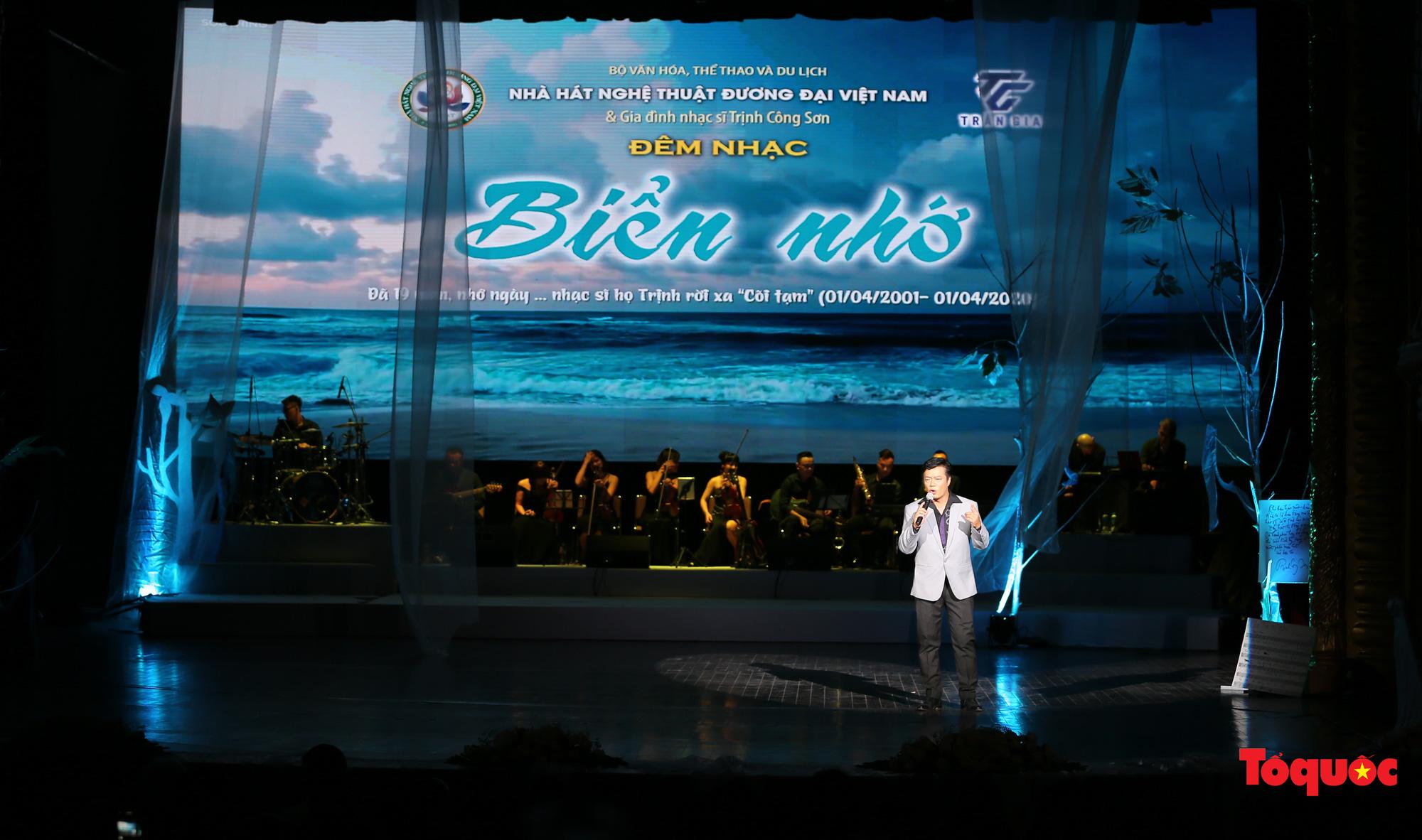 Nhiều cung bậc cảm xúc trong đêm nhạc 'Biển nhớ' tưởng nhớ cố nhạc sĩ Trịnh Công Sơn - Ảnh 1.