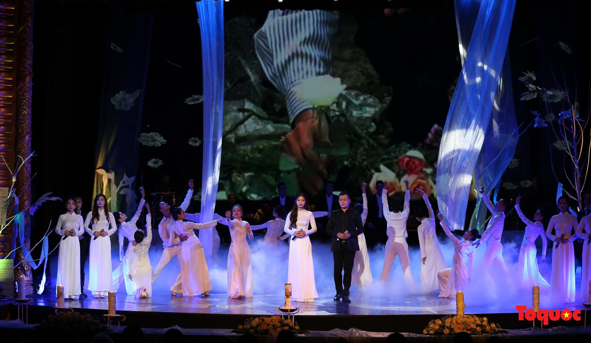 Nhiều cung bậc cảm xúc trong đêm nhạc 'Biển nhớ' tưởng nhớ cố nhạc sĩ Trịnh Công Sơn - Ảnh 16.