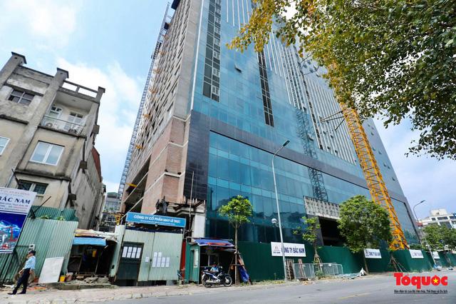 TP Hà Nội sẽ xem xết đề nghị thực hiện dự án khác với với chủ đầu tư nhà 8B Lê Trực sau khi chấp hành nghiêm việc phá dỡ  - Ảnh 1.