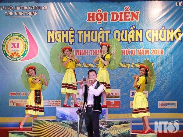 """Ninh Thuận triển khai kế hoạch tổ chức Hội diễn """"Nghệ thuật quần chúng"""" năm 2020 - Ảnh 1."""