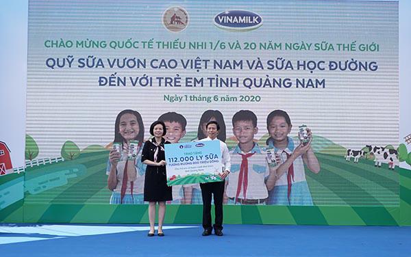 Vinamilk mang niềm vui uống sữa đến với trẻ em Quảng Nam  - Ảnh 1.