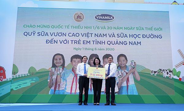 Vinamilk mang niềm vui uống sữa đến với trẻ em Quảng Nam  - Ảnh 2.