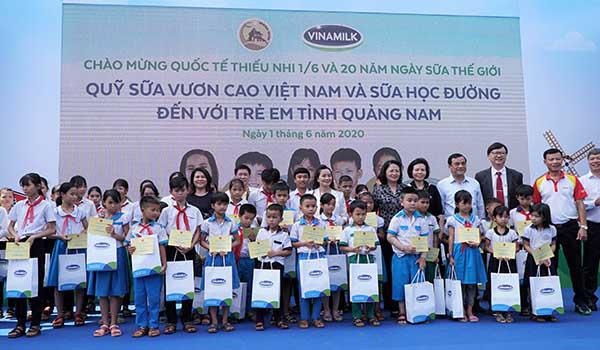 Vinamilk mang niềm vui uống sữa đến với trẻ em Quảng Nam  - Ảnh 3.