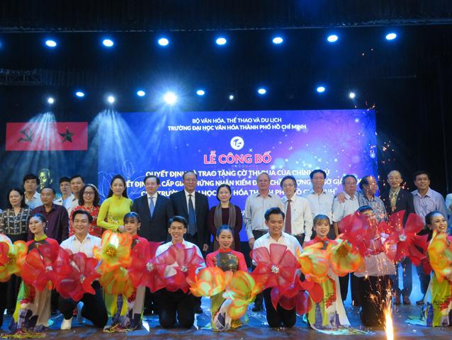 Trường Đại học Văn hóa thành phố Hồ Chí Minh vinh dự nhận Cờ thi đua của Chính phủ - Ảnh 2.
