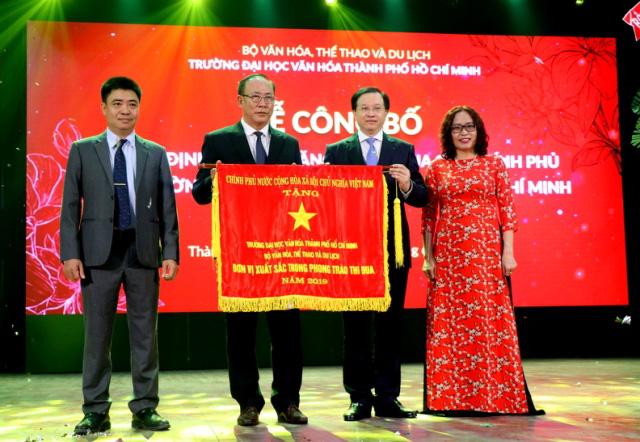 Trường Đại học Văn hóa thành phố Hồ Chí Minh vinh dự nhận Cờ thi đua của Chính phủ - Ảnh 1.