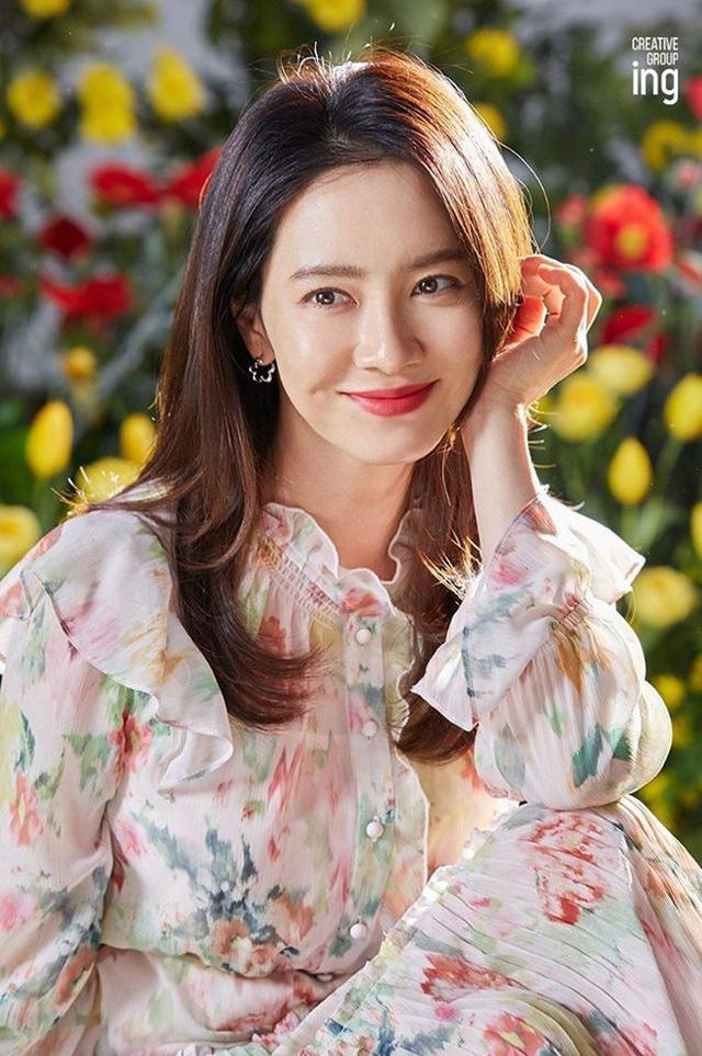 """""""Mợ ngố"""" Song Ji Hyo khoe nhan sắc ngọt ngào tuổi 39 - Ảnh 7."""