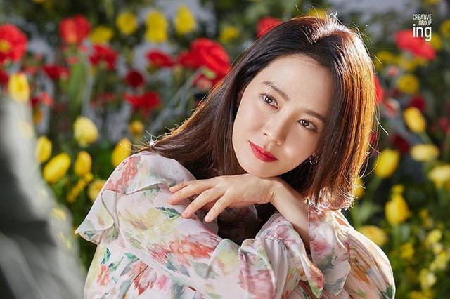 """""""Mợ ngố"""" Song Ji Hyo khoe nhan sắc ngọt ngào tuổi 39 - Ảnh 9."""