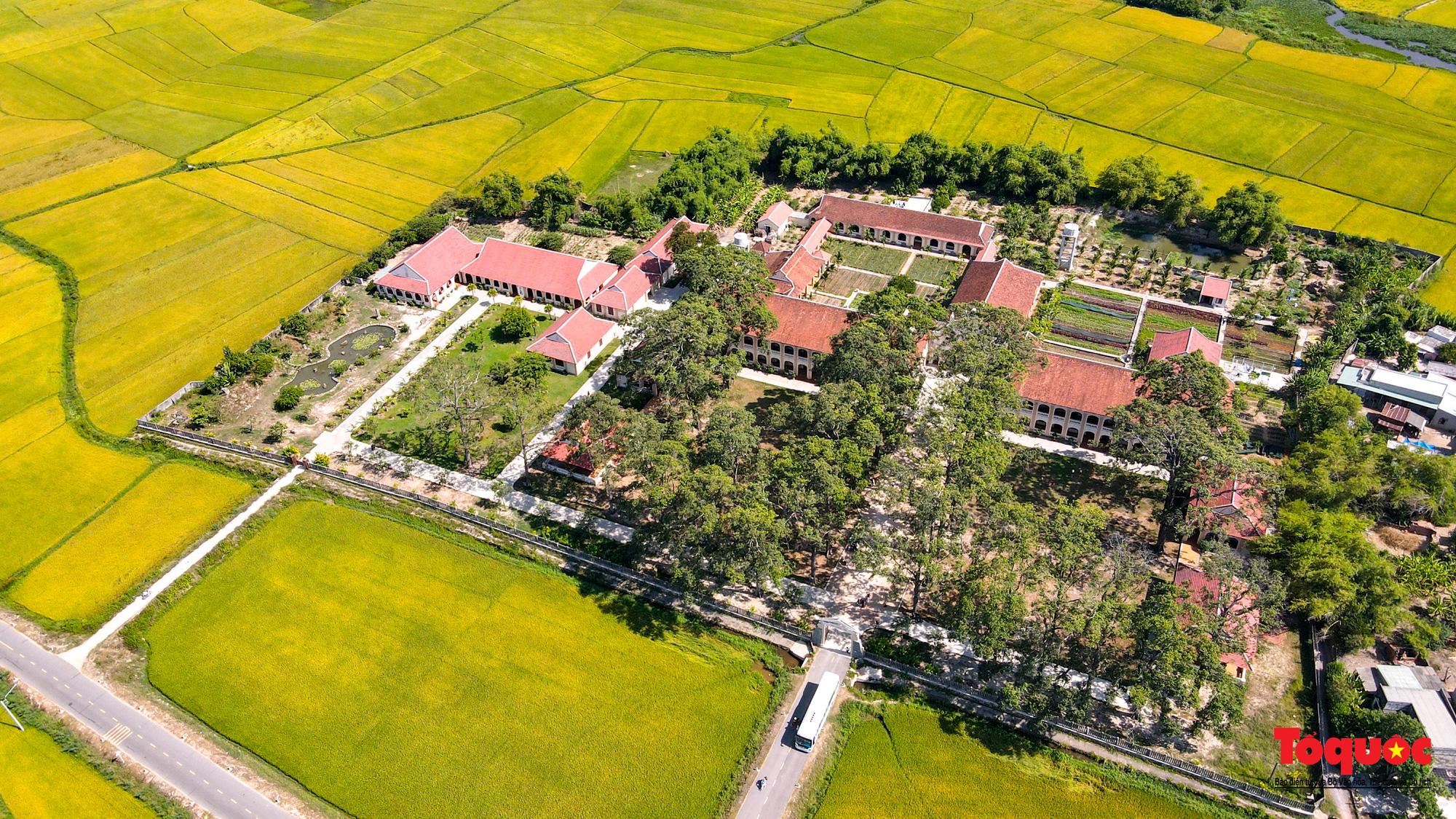 Tiểu Chủng Viện Làng Sông - kiến trúc Gothic tuyệt đẹp giữa đồng quê Việt Nam - Ảnh 2.