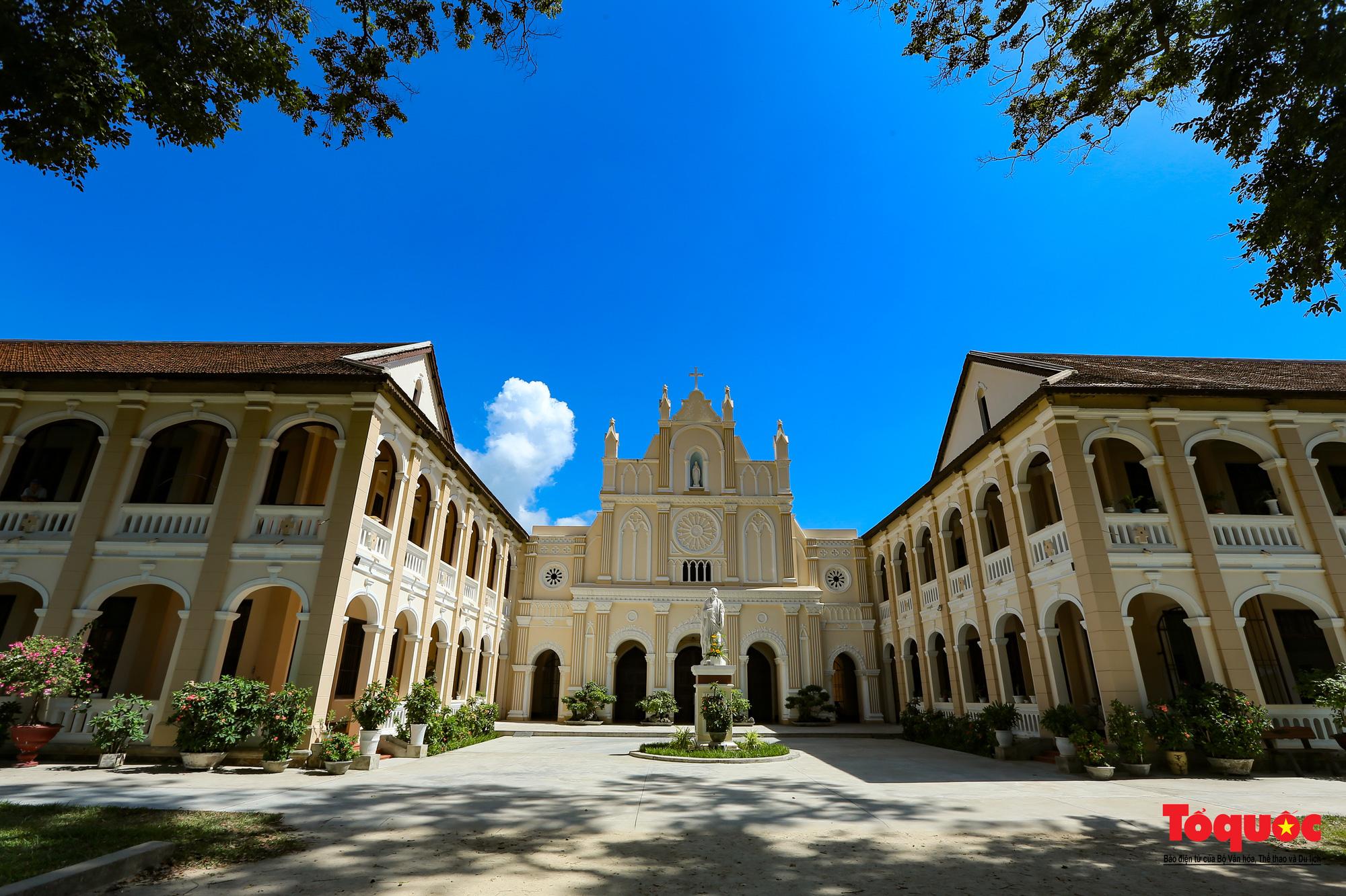 Tiểu Chủng Viện Làng Sông - kiến trúc Gothic tuyệt đẹp giữa đồng quê Việt Nam - Ảnh 13.
