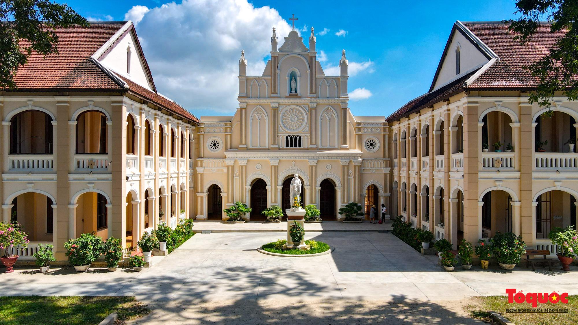 Tiểu Chủng Viện Làng Sông - kiến trúc Gothic tuyệt đẹp giữa đồng quê Việt Nam - Ảnh 5.
