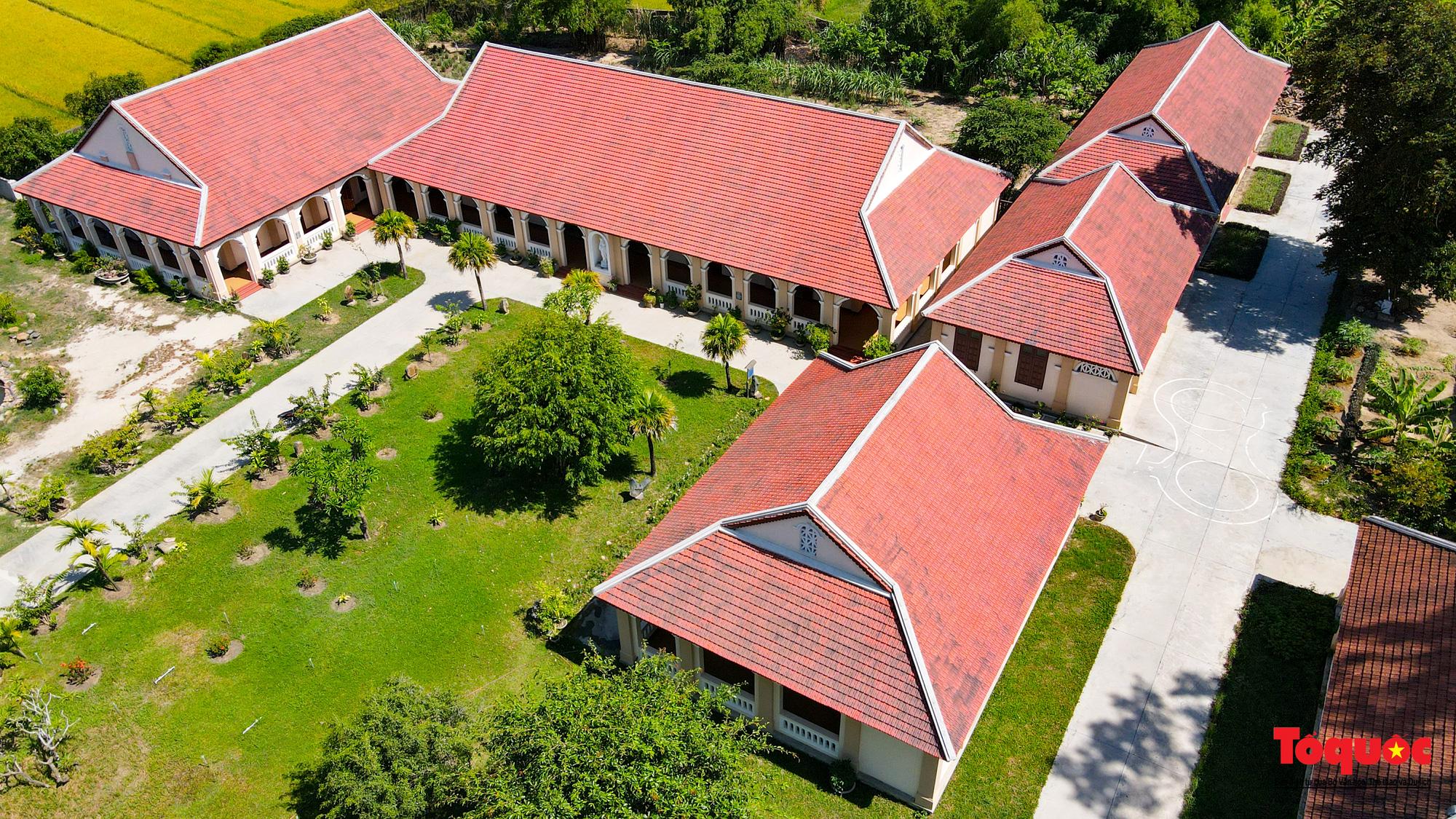 Tiểu Chủng Viện Làng Sông - kiến trúc Gothic tuyệt đẹp giữa đồng quê Việt Nam - Ảnh 9.
