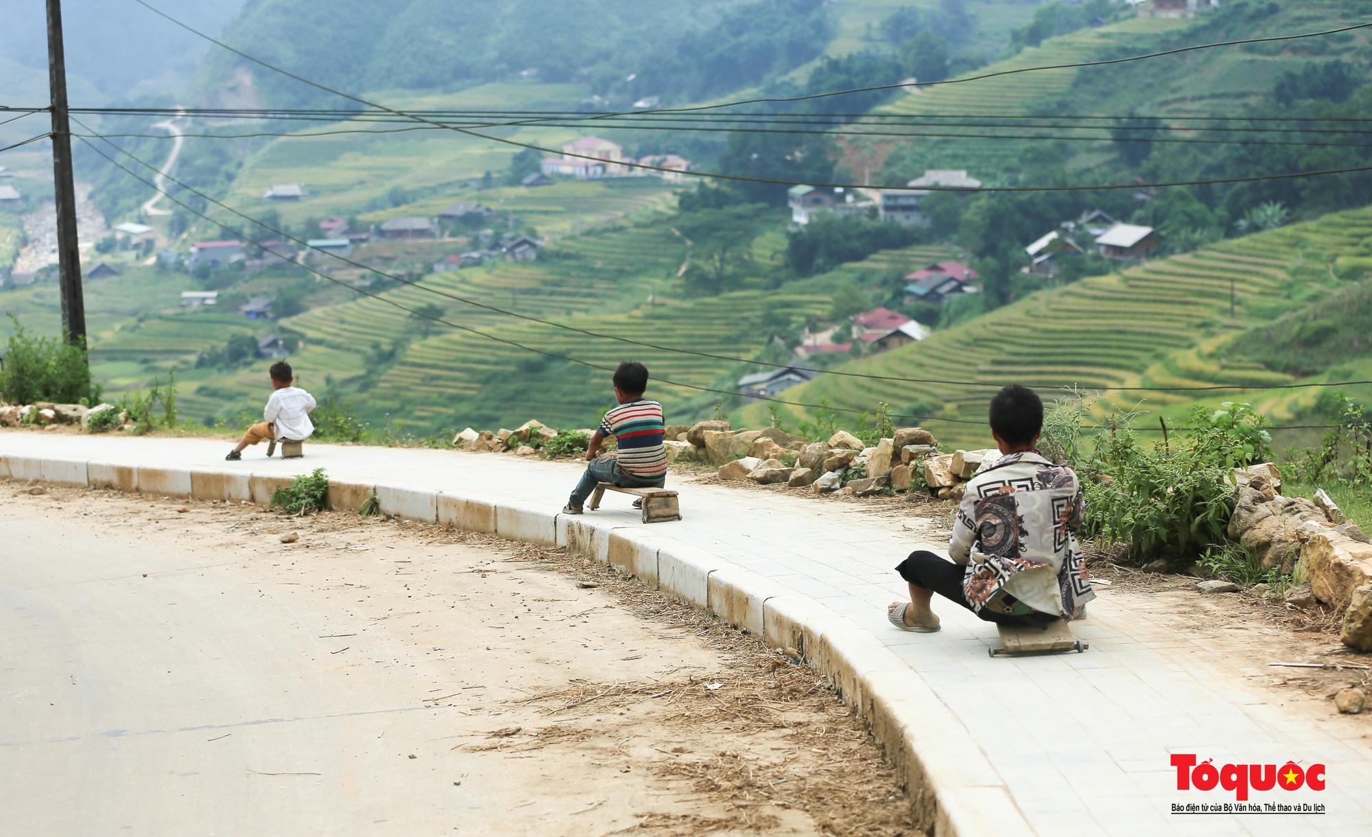 Độc đáo những 'xế' độ bằng gỗ của trẻ em ở vùng cao - Ảnh 7.