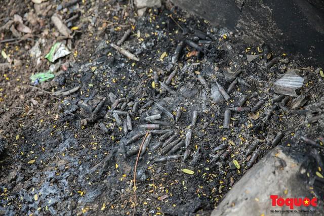Hà Nội: Xuất hiện nhiều kim tiêm rơi vãi tại vườn hoa Nguyễn Trãi, Hà Đông  - Ảnh 9.