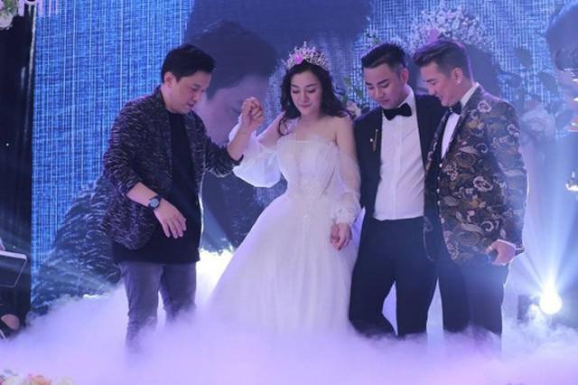Thật bất ngờ, Hoài Linh, Đàm Vĩnh Hưng, Long Nhật lại có 3 cô con gái nuôi xinh đẹp như thế này - Ảnh 3.